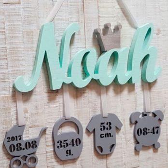 Geburtslegende Wunschname Schriftzug mit 4 Anhängern und Geburtsangaben des Kindes aus 18mm Massivholz