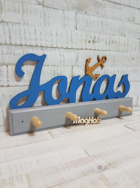 Kindergarderobe aus Holz mit Namen Jonas in Schreibschrift