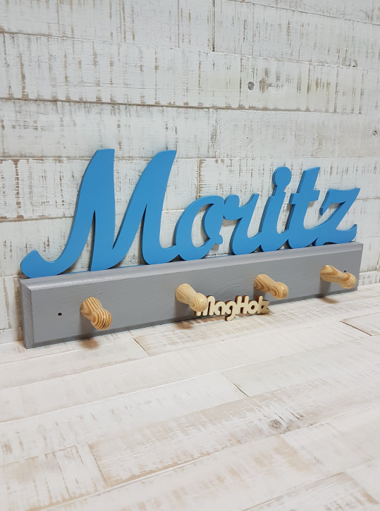 Kindergarderobe aus Holz mit Namen Moritz in Schreibschrift